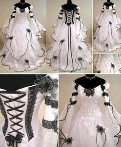 2020 Vintage Plus Size Gothic A Line Wedding Dresses With Long Sleeves Black Lace Corset Back Chapel Train Bridal Gowns For Garden Country