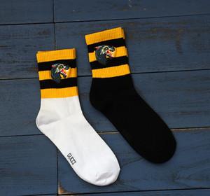 Wolfskopf bestickte vintage gestreifte Socken mit mittlerer Wadenlänge Herren und Damen Baumwolle beliebte Socken 2 Farben