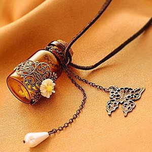 Vintage Wishing perfume bottle with daisy Necklace For women Essential Oil Diffuser Glass Locket butterfly Pendant Aromatherapy Jewelry