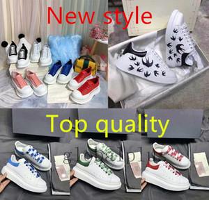 أعلى جودة نمط جديد من كاني قيعان الحمراء المخملية الأسود رجل إمرأة حذاء عارضة منصة حذاء رياضة أحذية جلدية اللباس نمط رياضة حذاء