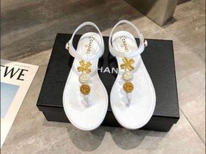 2020 дизайн одежды Тапочки Rhinestone лета женщин вьетнамки Крытый Открытый пляж Новый высокое качество Пряжка леди обувь сандалии