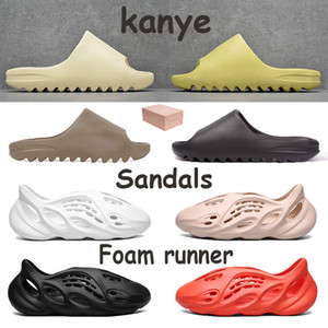 Men Women Shoes Beach slippers Kanye Foam Runner Desert Sand Earth Brown Resin Bone Triple White Black Sandals Mens Sneakers With Box