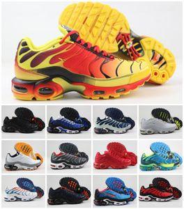 2020 Yeni Orjinal TN Artı Decon WMNS Ayakkabı Üçlü Siyah Beyaz Tasarımcı Lüks Chaussures Hommes Hava TN Requin GS Spor Zapatillas Sneakers
