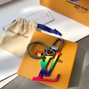 v harfi ile 2020 sıcak satış Charm6 yeni varış ince moda aksesuarları Paslanmaz Çelik Anahtarlık en kaliteli