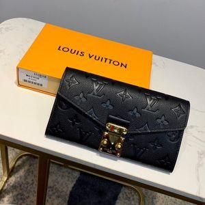 Capucines Wallet12 porta carte di credito ornato da una fila di stampati Monogram fiori circondati Taurillon in pelle di colore puro