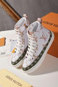 Лучшее качество Новый Screener Грязные дизайнер обуви Luxury Real Leather Designer Sneaker Man ACE вышитыми клубники Повседневная обувь для женщин