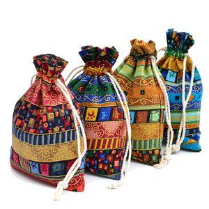 100 pcs Jute Cadeau Sac 13x18cm Egypte et Inde Mystérieux Style Gland Bijoux Cadeau Sacs De Bonbons Pour Les Faveurs De Mariage Décoration de La Maison