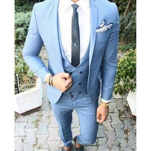 2019 Nueva moda Light Blue Groom Tuxedos muesca solapa Groomsmen trajes hombre chaqueta Blazer 3 piezas traje (chaqueta + pantalones + chaleco) Mens Prom Tuxedos