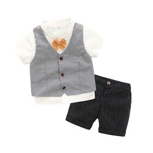 بنين الانحناء التعادل قصيرة الأكمام قميص + الخامس الرقبة صدرية + جيب مزدوج الشريط السراويل 3 قطع مجموعات 2019 صيف جديد ملابس الاطفال الأداء F3891