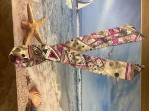 Heiße verkaufende hohe Qualität Geschenk für Familie Aber Frauen Schals Silk Kopf-Platz Seidenschals Damen Tasche Schal Kopftuch Mode-Accessoires