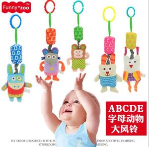 3 unids / lote niños carillón de viento divertido zoo baby baby doll letras ABCD cama colgando de felpa campanas de viento de juguete