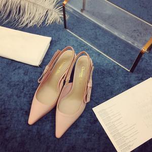 Clássico alta salto alto sandálias de 6,5 centímetros de couro calcanhar de luxo Lady Party Dress Sandals Gold Silver Rivet para festas sandálias Ocupação Sexy