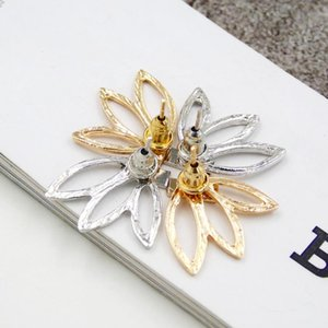 new Leaf Punk Earrings for Women Gold Silver Plated Alloy Hollow Out Flowers Fashion Women Brief Alloy Stud Earrings Jewelry