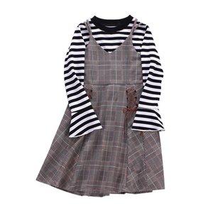 Meninas Vestuário Define 2pcs bebê alargamento mangas compridas Listrado Top + Malha Sling Vest Skirt / set crianças Strap Saia outono Roupas 2 cores M445