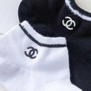 2020 Креативная Европа и Соединенные Штаты персонализированные письма вышитые лодочные носки низкие чтобы помочь мелкий рот тонкие носки скейтборд носки