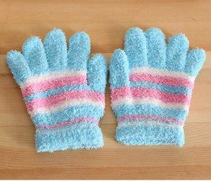 12шт / комплект зимы плюша Детские перчатки Мальчики Девочки цвета конфеты мягкие Теплые перчатки пальцев Полосатый Дети варежки HA880