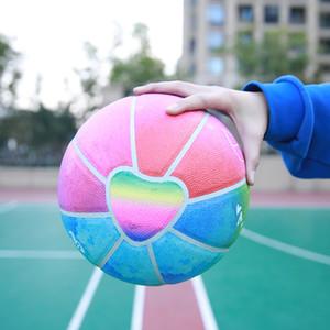 DXXL Eayu Regenbogen-Farbverlauf Love heart Basketball Größe 7 Außen PU Wear-resisting für Mädchen Gaming Street Basketball Ball