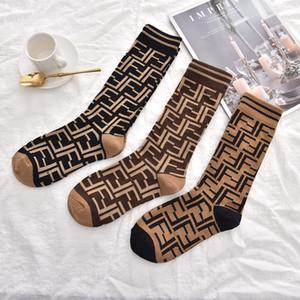 NUOVO G disegno classico di calze di cotone porta calzini per filo Donne Italia Marchi Vintage cassa dorata Calzino Medio Stocking telefono Designer