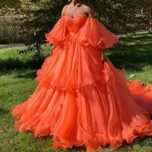 Chic fuego anaranjado con gradas del tutú vestidos de baile 2020 Prom Vestidos con el soplo completa mangas del hombro del partido del vestido Vestido Formatura