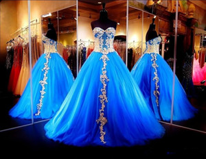 Sweet Sixteen Dresses Evening Wear Corsage pailletté moderne Sweetheart Quinceanera robes or Appliques bleu royal robes de mascarade