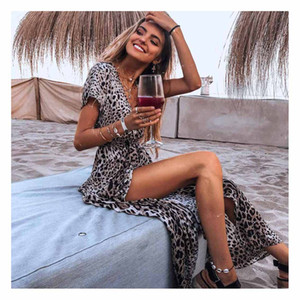 Playa de las mujeres bordea a las mujeres atractivas de la manera se viste de Ladys de manga corta estampado de leopardo Faldas V-cuello Resort irregular falda de la playa Nueva