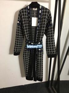 2020 mujeres de lujo de la vendimia Diseño Tweed Blazer capa de la chaqueta de las muchachas de pista Outwear con el cinturón de copo de nieve Patrón Cartas Traje camisas Tops Cardigan