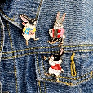 Conejo lindo instrumentos infantiles trompeta banjo acordeón broche del dril de algodón de la chaqueta Hebilla Camisa de joyería insignia de dibujos animados regalo Muchachas