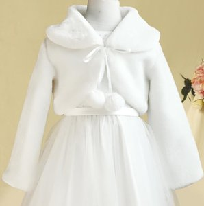2020 White Winter Jacket Girls Kids Capes Warm Long Sleeve Wedding Flower Girl Wrap Jacket Bridal Little Girls Coat Accessories In Stock