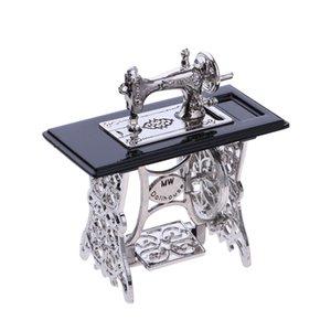 Maison de poupée couture Machine- 01:12 Dollhouse Machine à coudre pour maison de poupée Décorations et accessoires Scaled