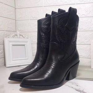 Stivali invernali in vera pelle Designer Western Boots donna Stivaletti da cowboy di lusso con ricamo Punta a punta Martin sheos 2019 nuovo stile