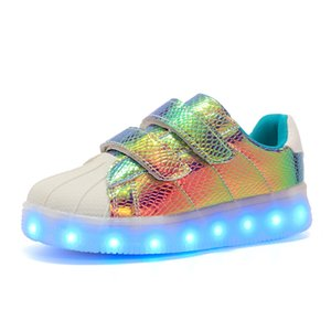 2017 Nuevo Usb Recargado Led Kids Shoes With Light, niños Chicas Superstar Shoes Women, men Fashion Light Up Led Glowing Shoes Y19051403