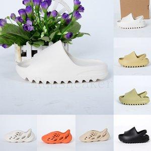 2020 Fashion Kanye Slides für Kinder Kleinkinder Kinder Sommer Outdoor-Startseite Slipper Foam Runner Triple Black Resin Wüste Junge Sandalen Loafers