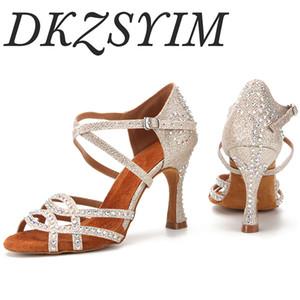 DKZSYIM латинских танцев обувь Женщины Rhinestone Сальса Блеск бальных сандалии партии танцевальная обувь Flare каблука 6-10cm золото серебро черный
