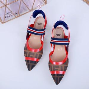 2020 Femmes DesignerLuxury Sandales Chaussures Mode Diapo Été Chaussures de plage Chaussures noires Slipper Flip Flop Box 2021607Q