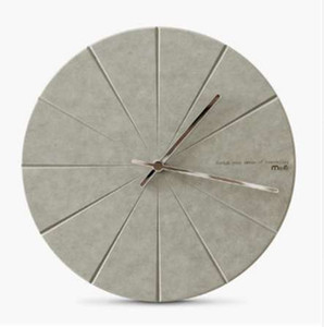 Horloge murale en bois de pin minimaliste moderne Vogue avancée exquise délicatesse artistique Circulaire européenne silencieusement