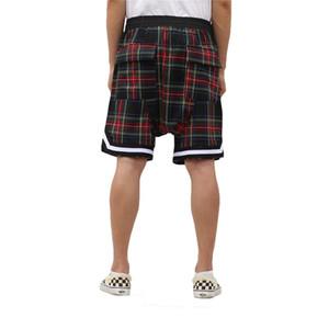 Gli uomini del Scottish Plaid Shorts oversize Streetwear Mesh Tartan cavallo basso Pantaloncini con zip laterale Stretch Waist Lunghezza al ginocchio