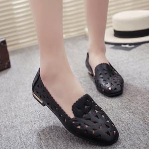 Mulheres oco Out plana sapatos casuais preguiçosos Feminino Moda Sandals Rodada Toe Slip On Mocassins respirável Comfort Ladies Shoes
