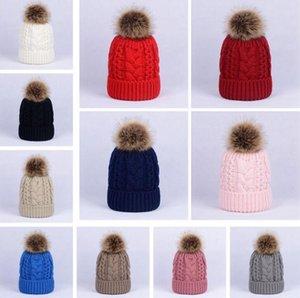 Hat Inverno Mulheres Torção de malha de lã quente Pom Pom Fur Lã bola forrada Crânio Ladies Beanie Crochet Ski Outdoor Caps A0058
