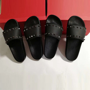 Diseñador Black Nail Spikes Slipper Hombres Mujeres Sandalias de goma deslizantes Moda de verano Sandalias planas de fondo fino Playas Flip Flop con caja