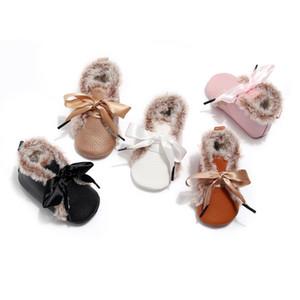 Kauçuk Sole ile Bebek Kız Erkek PU Deri Kış Isınma Bow patik için HONGTEYA Kürk Bebek Ayakkabı Makosenler