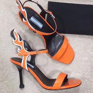 Sandales à talons hauts en daim en cuir. lanière sandales à talons hauts