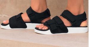 Heißer Verkauf- W 2.0 Slides Schuhe Frauen-Plattform Sport Huaraches Hausschuhe verursachendes Sommer-Strand-Designer Dusche Pool Gleitschuhe S75382