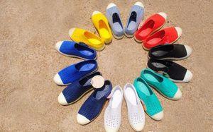 Горячие продажи Оптовые бесплатная доставка новый Native Jefferson отверстие лето желе мужчины мужчины любителей женщин вскользь сандалии женские туфли 20 цветов по желанию
