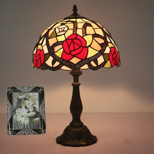 Comodino europea Vintage Style Lampade Per Living Room Bar Camera Cafe Wedding Decoration Stained Glass Table Lights Fiori Ombra