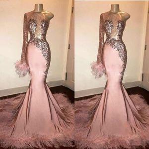 Glitter Sequin robe de bal à manches longues sirène rose fille noire avec plumes train une épaule africaine formelle Robes de soirée robe