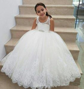 Hübsche Riemen Ballkleid Blumenmädchenkleider für Hochzeit geschwollene Tüll Keyhole zurück Kinder Geburtstag Party Kleider