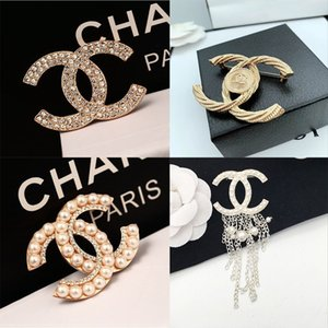 venta caliente diseñador de las mujeres broches famosa carta broches de diamantes pin borla broche de joyería de lujo Ladys Moda Ropa Decoración
