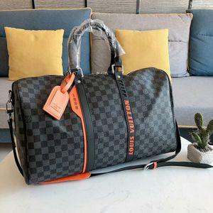 2020 Luxury Designer Duffel Bag Mens Designer marca de grande capacidade bolsa com alça Fashion Designer Outdoor saco de viagem B104910W