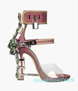 Sandalia Feminina de luxe en métal Talon haut cristal Designer Femme PVC Gladiateur Sandales Padlock Bejeweled bride cheville strass Sandal. c09