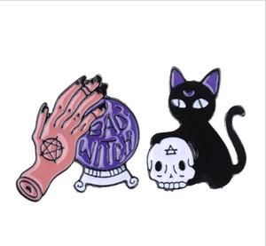 Mauvaise sorcière Aiguille Boule de cristal à la main noire de crâne de chat Rétro émail Broche Badge décoratif Cowboy Halloween Bijoux GD261